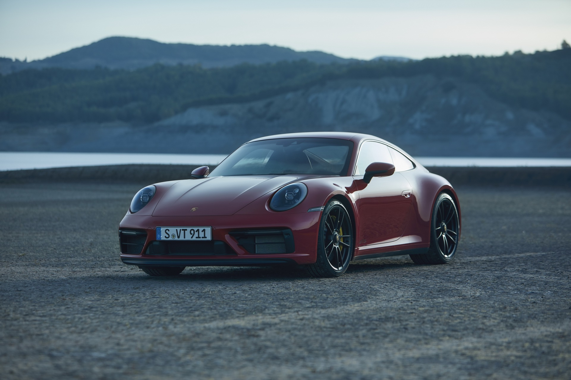2022 Porsche 911 GTS Debuts More Power And Less Weight